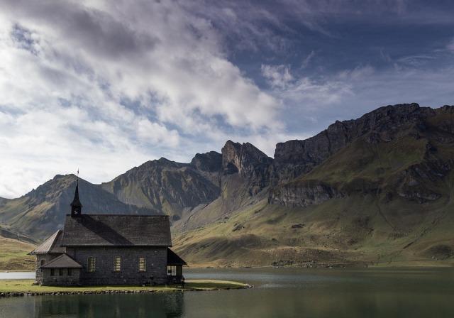 chapel_mountains